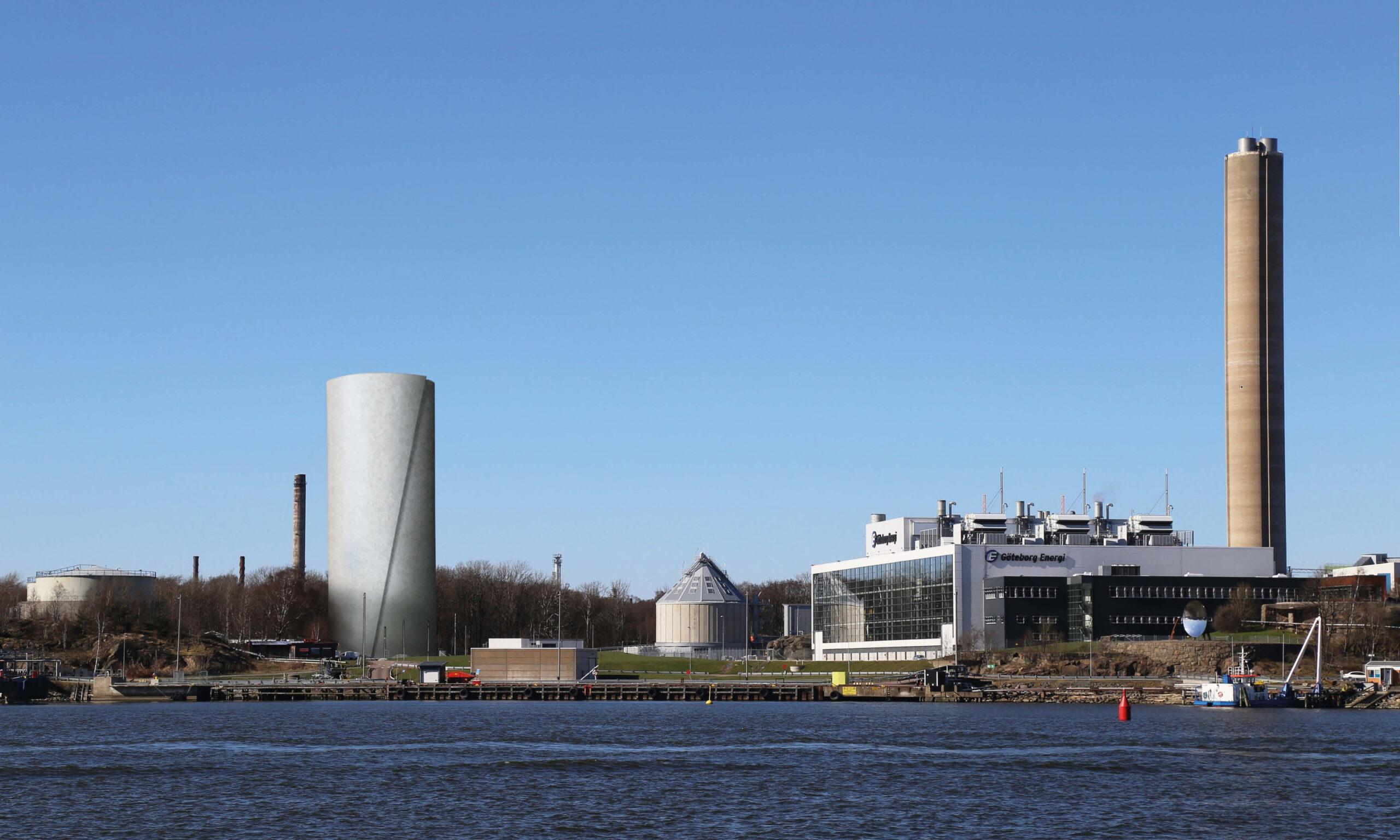 A distric heating facility in Gothenburg, a tall and wide tower to the left; a tall and slim tower to the right.